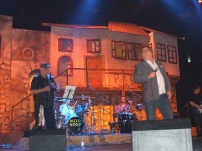 Halid Bešlić накара публиката в Сплит да коленичи