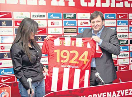 """Ceca Ražnatović подари на """"Crvena Zvezda"""" стадион"""