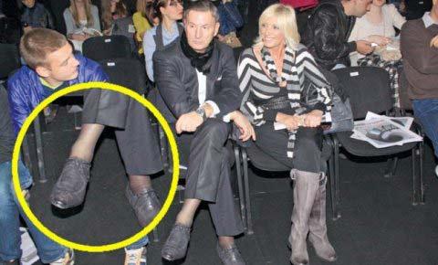 Мъжът на Cakana обул дамски чорапи?!