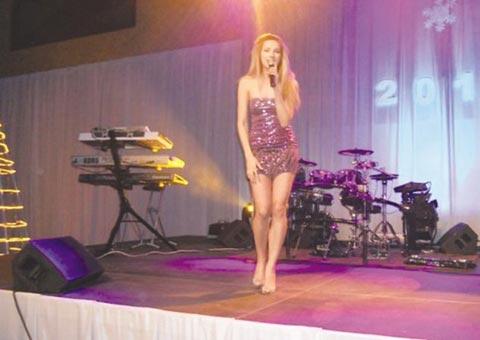 Преумора или бременност: На Rada Manojlović й прилошало на сцената!