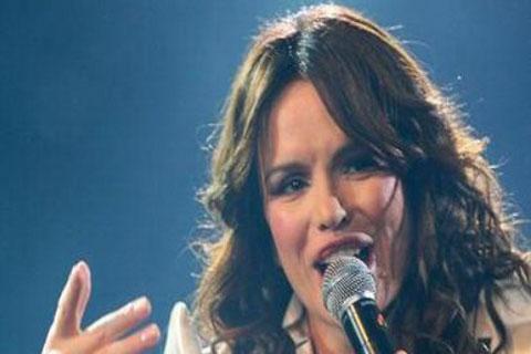 Severina пя в Тузла в празна зала