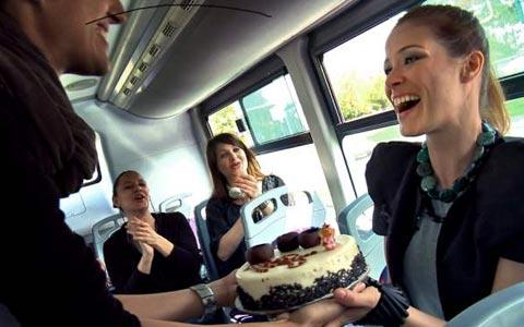 """Karolina Gočeva празнува рождения си ден на снимането на """"MTV express"""""""