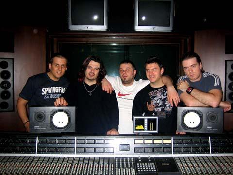 """Запали се студиото на група """"Amadeus"""""""