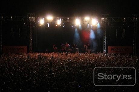 Toni Cetinski – концерт пред 15 000 души на покрива на търговски център!