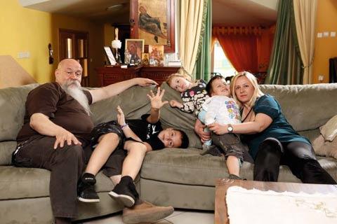 Гробари изнудват семейството на Luis