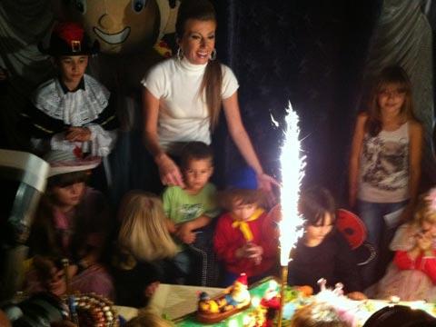 Viki Miljković отпразнува рождения ден на сина си
