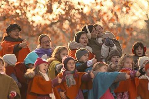 Mari Mari снима клип с деца със специални нужди