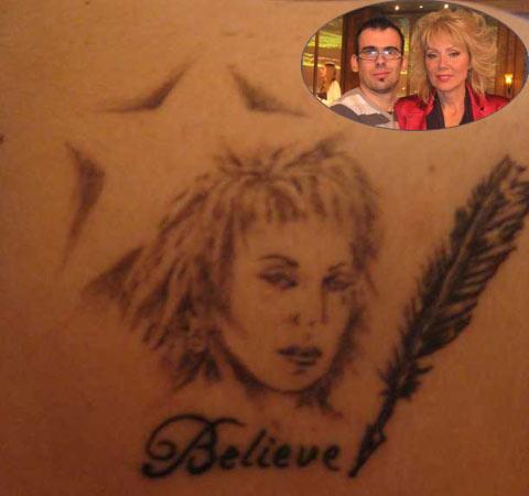 Фен на Lepa Brena татуирал лика й на гърба си
