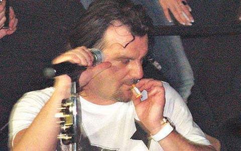Aca Lukas зависим от никотина
