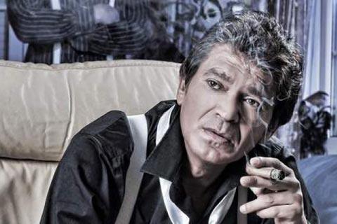 Sinan рекламира CD-то си, защото песните му не са популярни