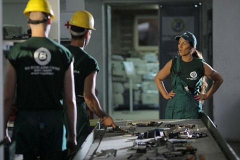 Seka дала 30 000 евро за клип сред отпадъци