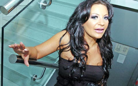 Stoja завършила в болницата заради болки в стомаха