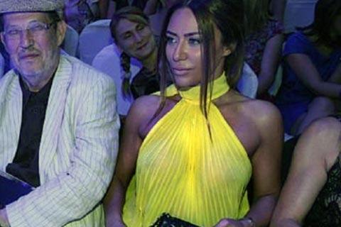 Ana Nikolić отново си показа гърдите!