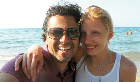 Aca Regina има връзка с две десетилетия по-млада рускиня