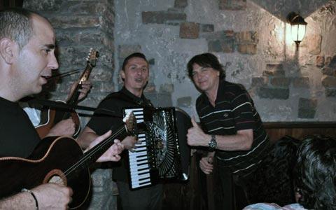 Čola в Тузла дал за музика 500 евро