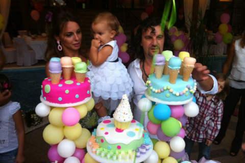 Aca Lukas и Sonja отпразнуваха първия рожден ден на дъщеричката си Viktorijia
