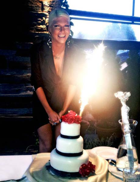 Jelena Karleuša отпразнува 34-я си рожден ден скромно
