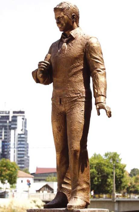 Скопие: Поставиха скулптура на Toše Proeski