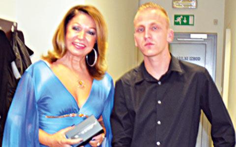 Neda Ukraden получила от почитател скъп телефон