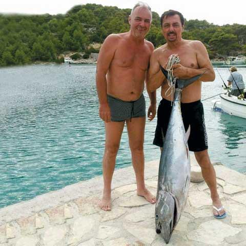 Keba лови риба по хърватското крайбрежие