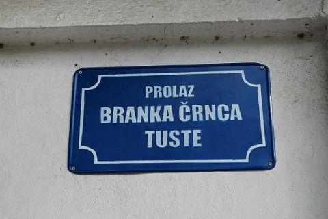 "Tusta от ""KUD Idijoti"" се сдоби с уличка в Нови Сад"