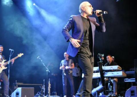 Dino Merlin пя във Виена