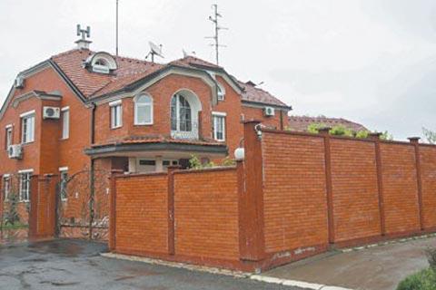 LEPA BRENA - 1,5 милиона евро