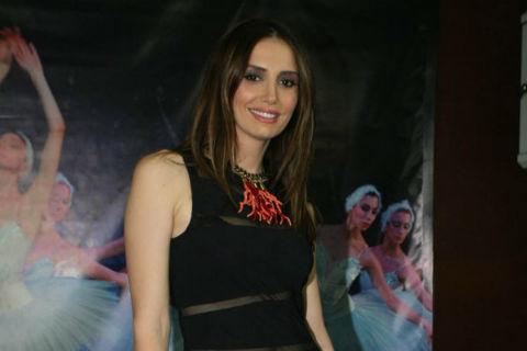 Emina Jahović ще пее на ревюто на Adriana Lima
