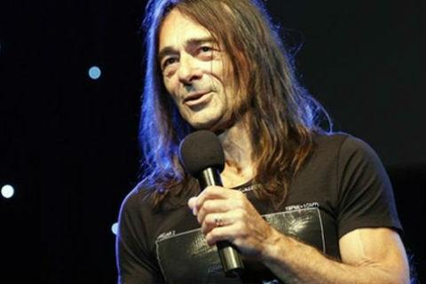 Прилошало му на сцената: Dado Topić прекъсна концерта си на Битфест 2013