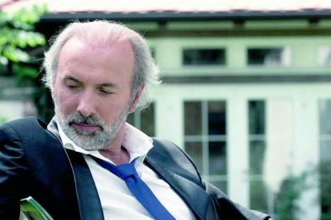 Босненският певец и композитор Dino Merlin се оттегли за кратко от публичното пространство, за да се посвети на подготовката на новия си албум