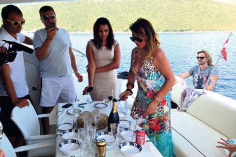 Не се дава на годините: Neda Ukraden отпразнува 63-я си рожден ден