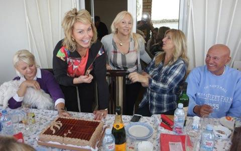 Lepa Brena отпразнува рождения си ден на Дунава