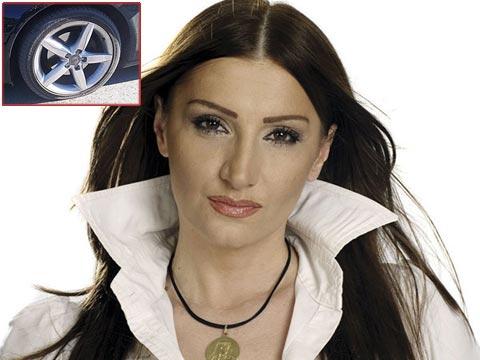 Спукаха гумите на колата на Mira Škorić