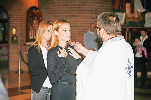 Slavica Ćukteraš се кръсти в църква