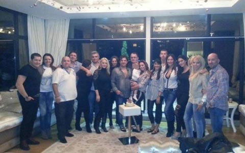 Aca Lukas отпразнува 45-я си рожден ден в дома си