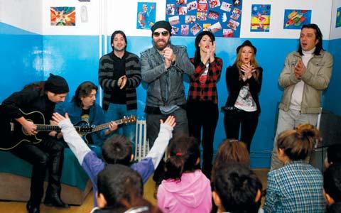"""Neverne bebe"" и Bane Lalić свириха в дом за деца"