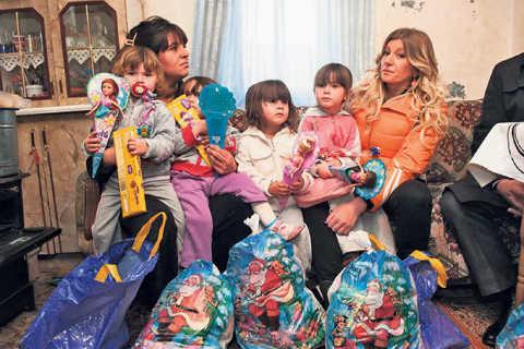 Хуманно: Viki Miljković даде подаръци на семейство Dunjić
