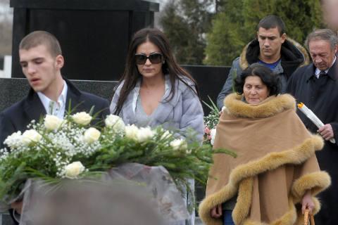 Ceca Ražnatović отбеляза 14 години от убийството на Arkan