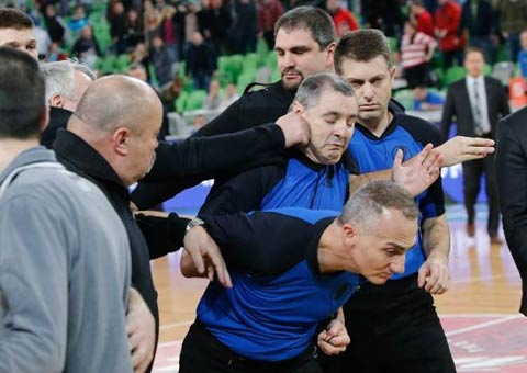 Zoran Predin удари съдията