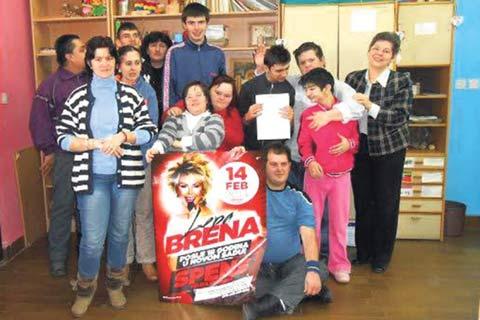 Lepa Brena подари на малчуганите билети за концерта си