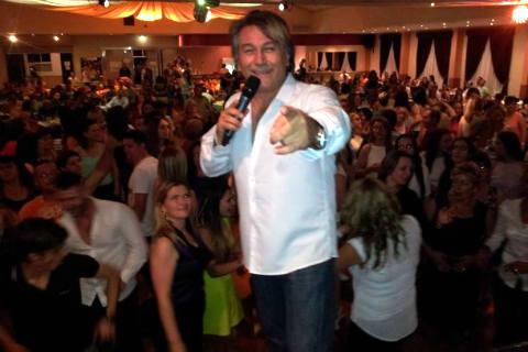 Halid Muslimović записва песни на турски език