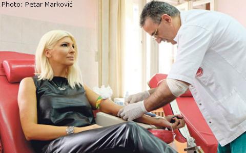 Jelena Karleuša даде кръв благотворително