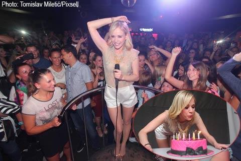 Jelena Rozga отпразнува рождения си ден с почитателите си