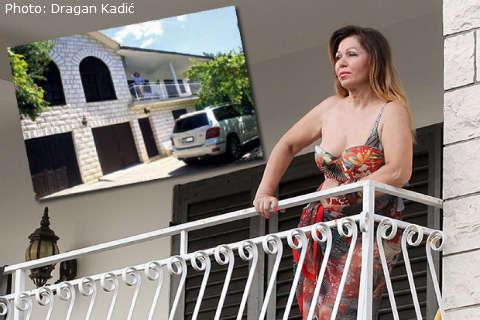 Neda Ukraden остава без дял от имота си