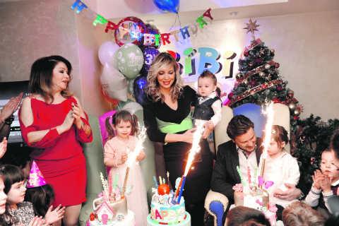 Neda Ukraden отпразнува рождения ден на внуците си Aleksandra, Neda и Dušan