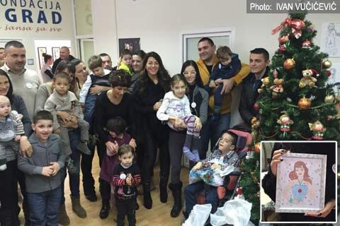 Seka Aleksić раздаде на деца новогодишни пакети