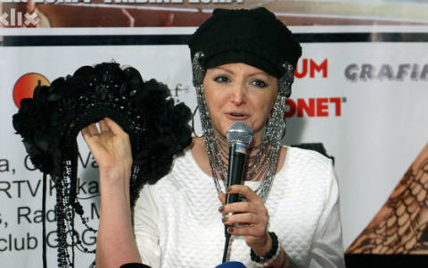 Donna Ares и приятели пеят довечера за болните от рак