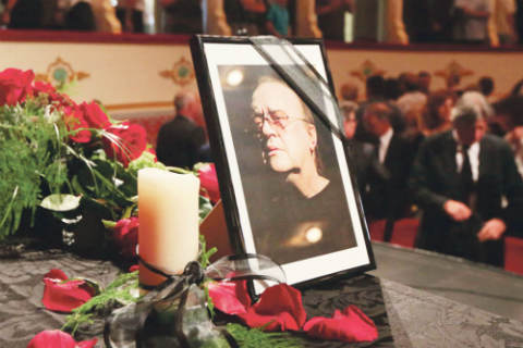Легендарният хърватски шансонер Arsen Dedić беше погребан на загребското гробище Мирогой