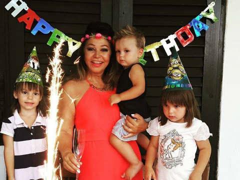 Neda Ukraden стана на 65 години