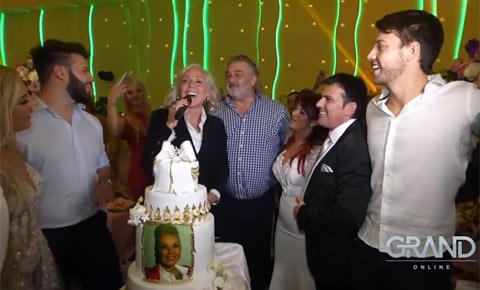 """Lepa Brena посрещна 57-я си рожден ден на сватба на звезди на """"Grand"""""""